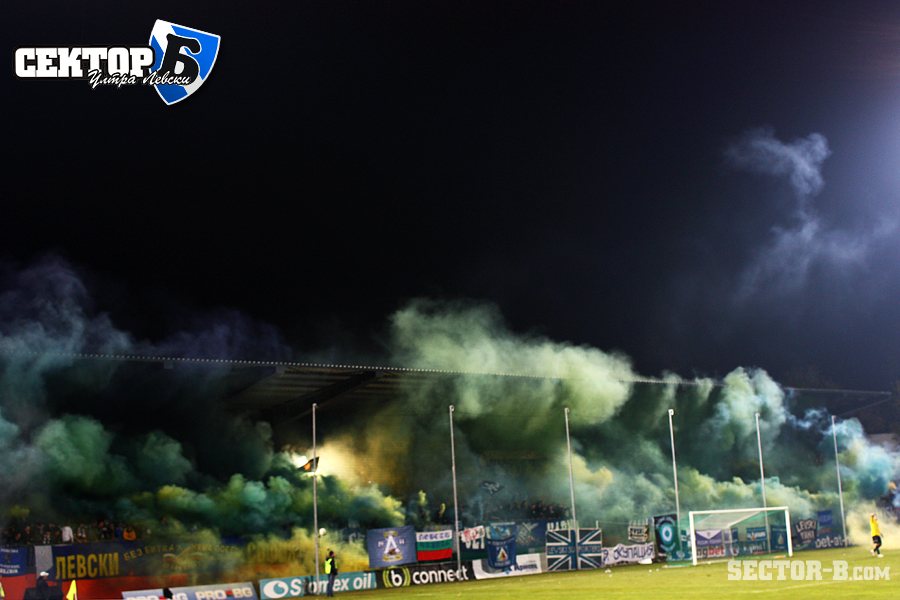 Ultras Choreos (Pyro, Flags, Smokes) - Page 6 Arx1321430276l