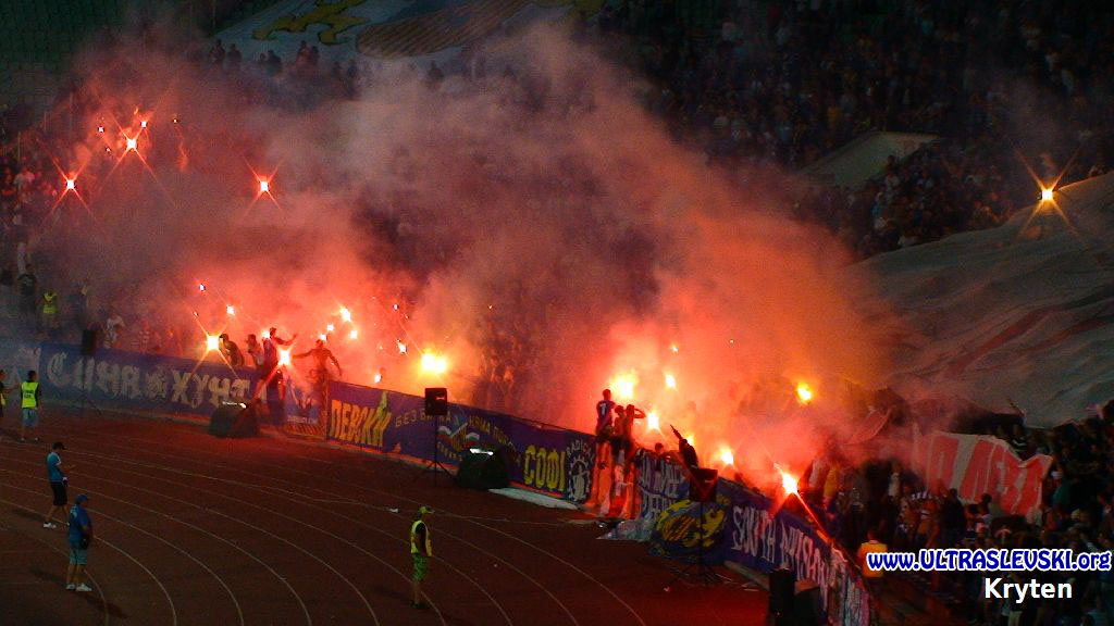 Ultras Choreos (Pyro, Flags, Smokes) - Page 6 Arx1321430689g