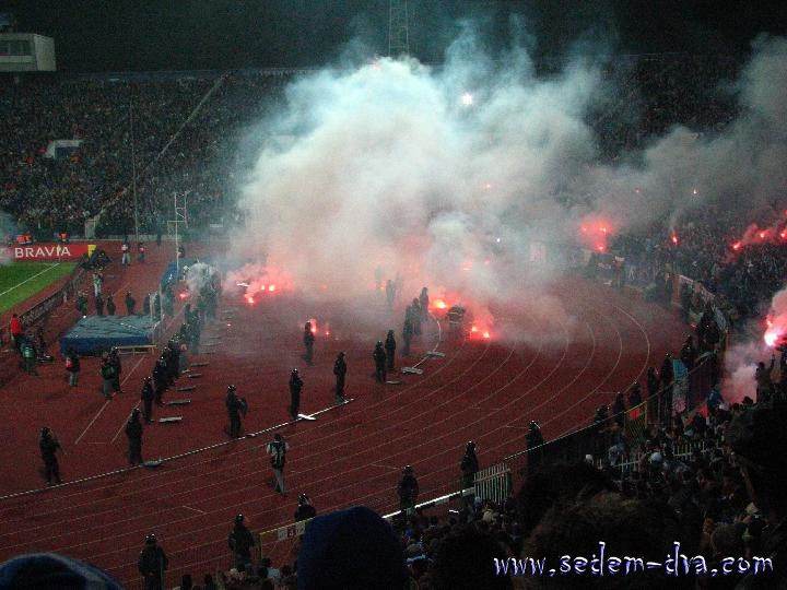 Ultras Choreos (Pyro, Flags, Smokes) - Page 6 Arx1321431407o