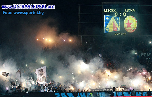 Ultras Choreos (Pyro, Flags, Smokes) - Page 6 Bfi1321431483s