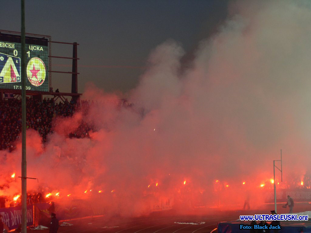Ultras Choreos (Pyro, Flags, Smokes) - Page 6 Bfi1321431557j