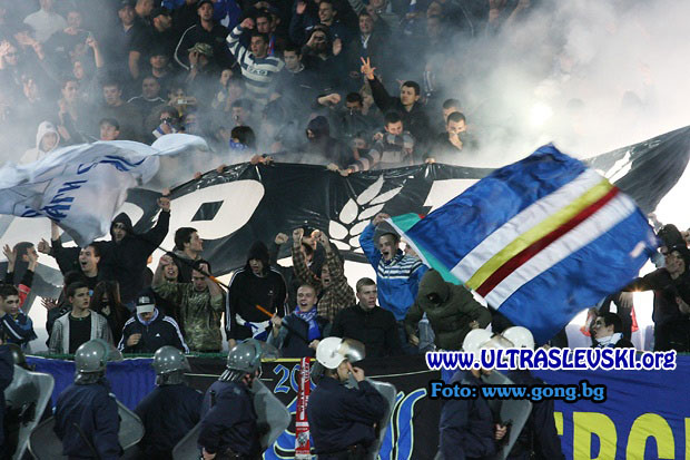 Ultras Choreos (Pyro, Flags, Smokes) - Page 6 Bfi1321431578a