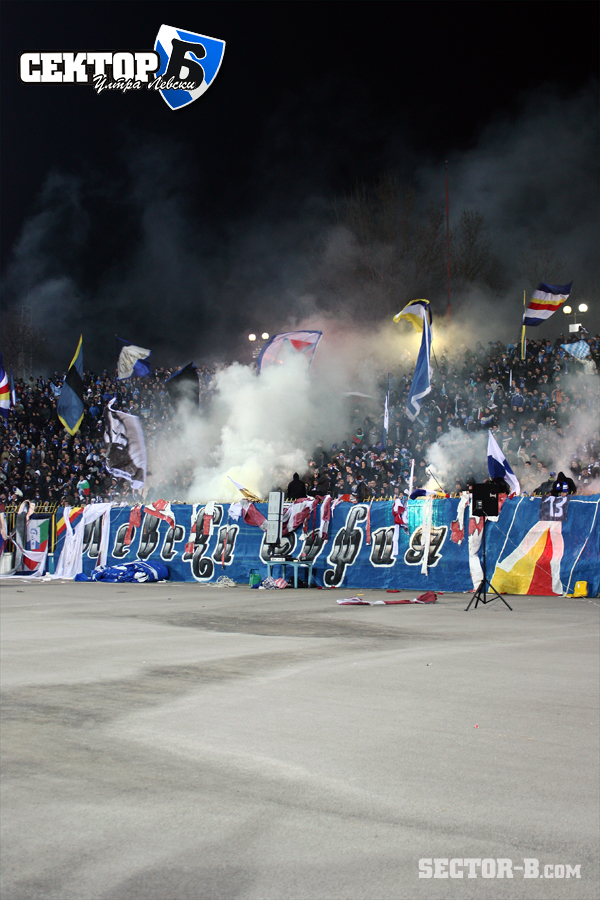 Ultras Choreos (Pyro, Flags, Smokes) - Page 6 Bwy1321430228o