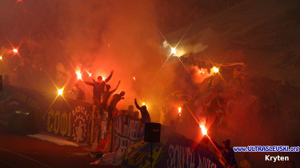 Ultras Choreos (Pyro, Flags, Smokes) - Page 6 Bwy1321430762d