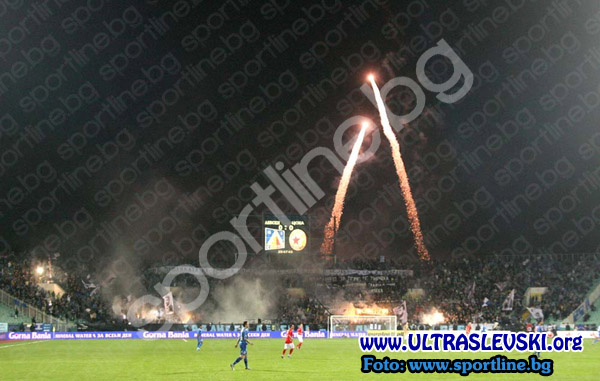 Ultras Choreos (Pyro, Flags, Smokes) - Page 6 Bwy1321431519i