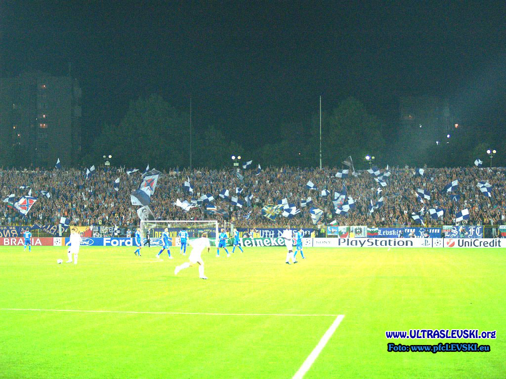 Ultras Choreos (Pyro, Flags, Smokes) - Page 6 Bwy1321431597i