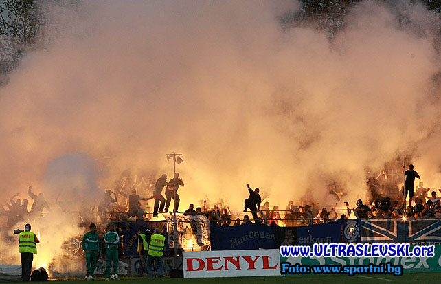 Ultras Choreos (Pyro, Flags, Smokes) - Page 6 Cqs1321430426c