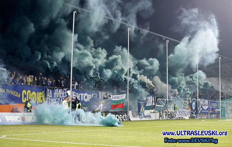 Ultras Choreos (Pyro, Flags, Smokes) - Page 6 Cqs1321430536z