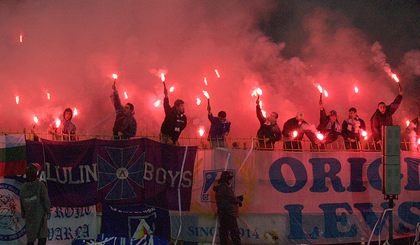 Ultras Choreos (Pyro, Flags, Smokes) - Page 6 Jdv1321431675j