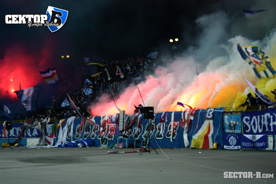 Ultras Choreos (Pyro, Flags, Smokes) - Page 6 Klz1321430362r