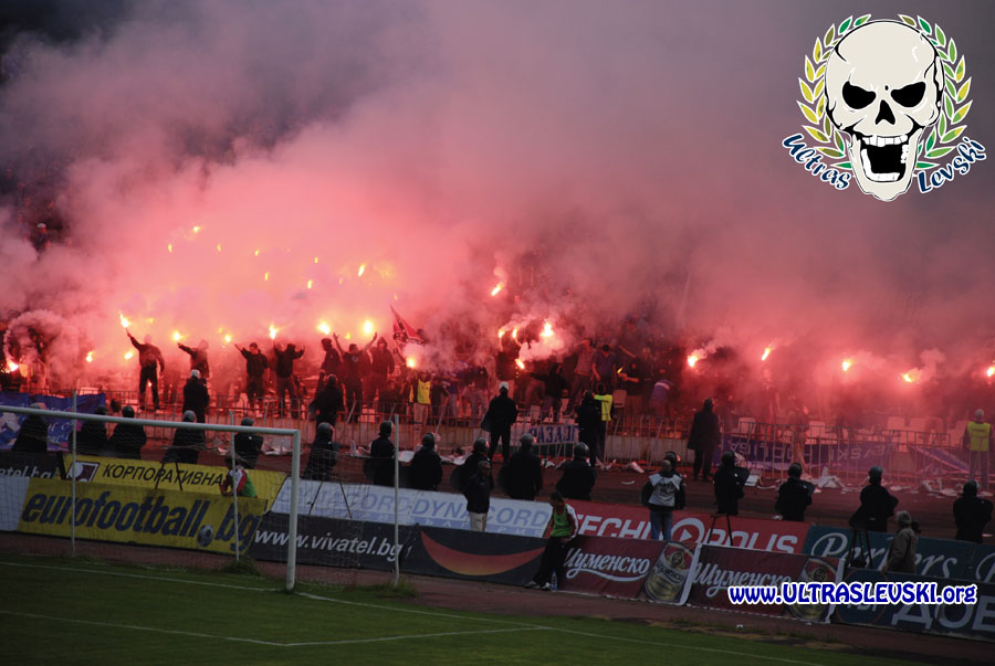 Ultras Choreos (Pyro, Flags, Smokes) - Page 6 Klz1321430924l
