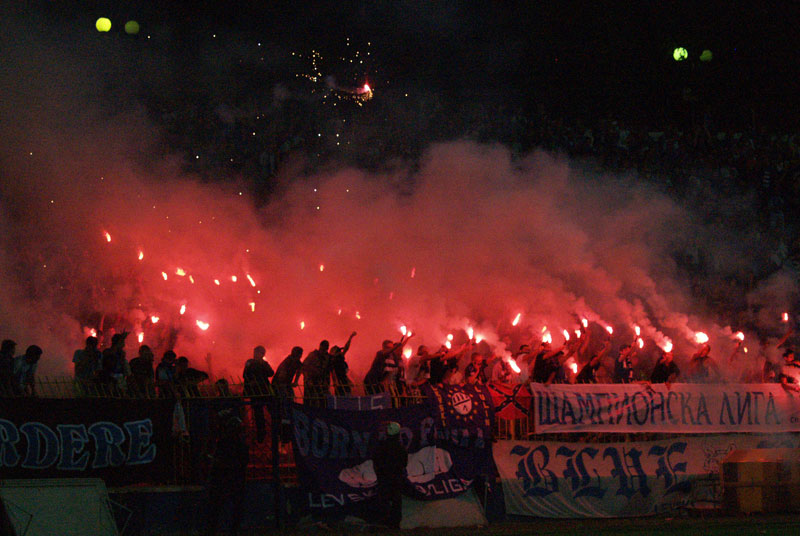 Ultras Choreos (Pyro, Flags, Smokes) - Page 6 Klz1321431718v