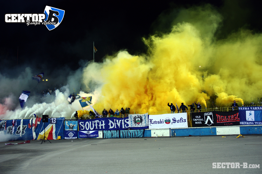 Ultras Choreos (Pyro, Flags, Smokes) - Page 6 Opt1321430383z