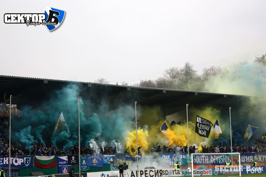 Ultras Choreos (Pyro, Flags, Smokes) - Page 6 Rgh1321429940y