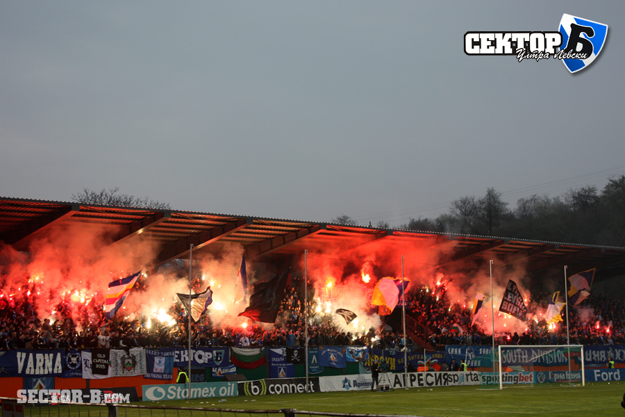 Ultras Choreos (Pyro, Flags, Smokes) - Page 6 Rgh1321430121g