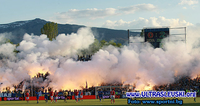 Ultras Choreos (Pyro, Flags, Smokes) - Page 6 Rgh1321430845k