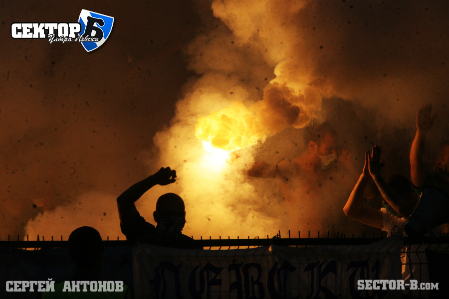 Ultras Choreos (Pyro, Flags, Smokes) - Page 6 Rgh1321431339k