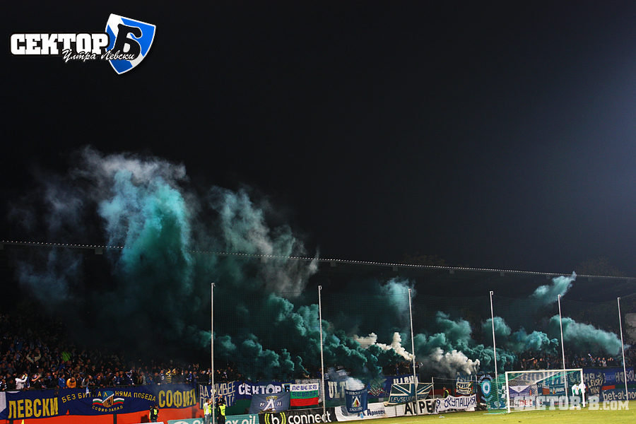 Ultras Choreos (Pyro, Flags, Smokes) - Page 6 Viu1321430029y