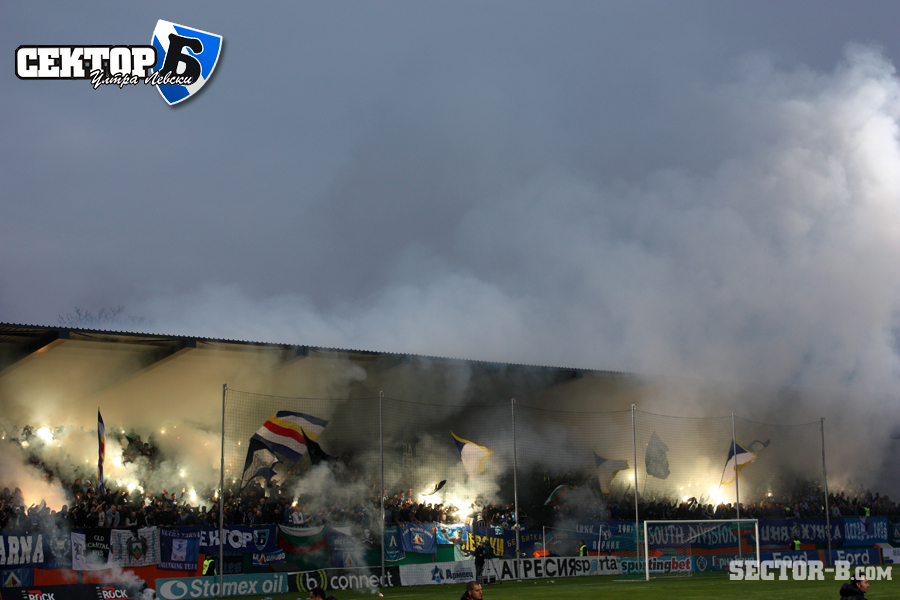 Ultras Choreos (Pyro, Flags, Smokes) - Page 6 Viu1321430317c